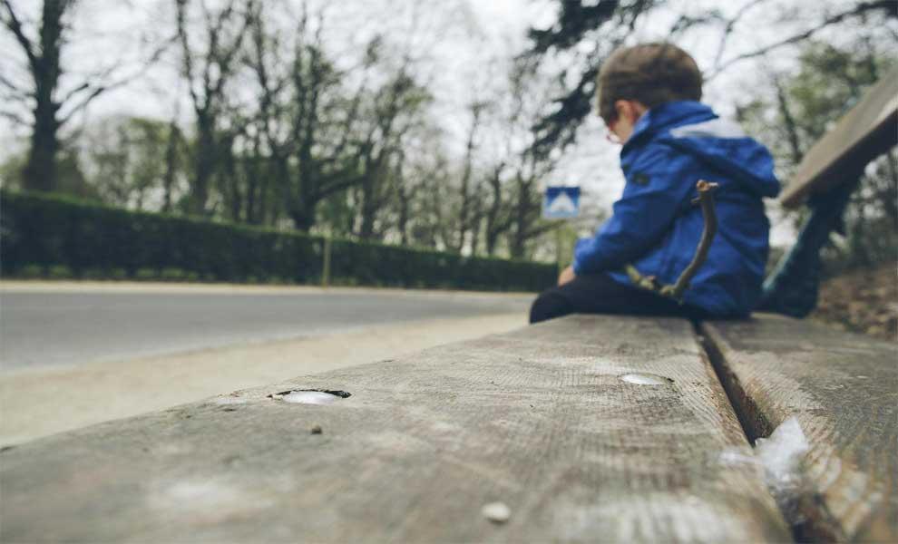 """وقتی کودک می گوید: """"می خواهم خودم را بکشم"""" چه باید کرد؟"""